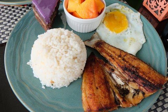 Potter's Ridge Hotel: Daing na Bangus Plated Breakfast