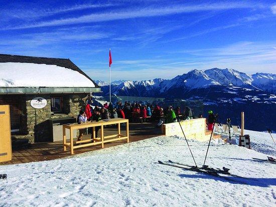Laax, Switzerland: Sonne tanken auf der Terrasse