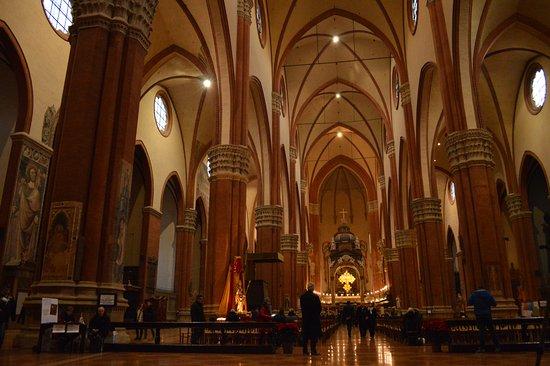 Interno picture of cattedrale di san pietro bologna for Interno san pietro
