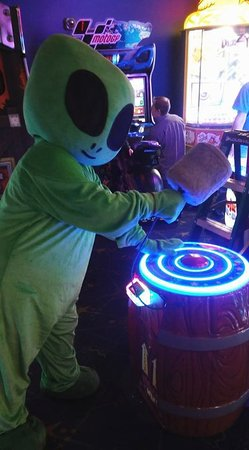 Space Aliens Grill & Bar: Family Time in the Game Room