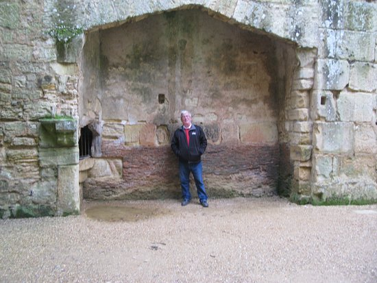 Bodiam, UK: One of the two kitchen fireplaces