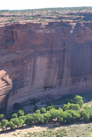 Canyon de Chelly National Monument: Cliff Dwellings at White House Overlook