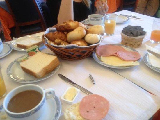 Pensao Londres: le petit déjeuner