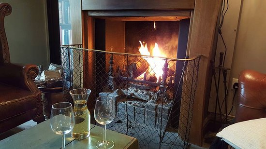 Bradford-on-Avon, UK: Beautiful fire to sit by