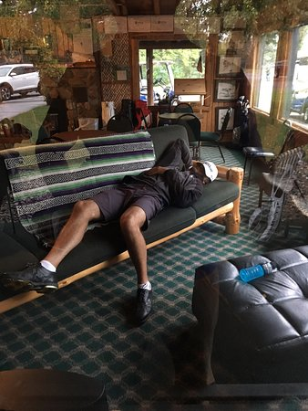 Breezy Point, MN: Club house is a good place for a nap between rounds. Apparently.