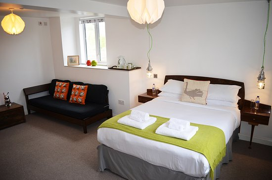 Channings: Room5 - Kingsize / Twin, En Suite, Side Sea Views