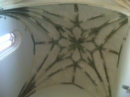 Provincia de Guadalajara, España: Bóveda central, decorada con dragones.