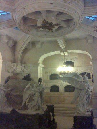 Panteón de la Condesa de la Vega del Pozo: Cripta.