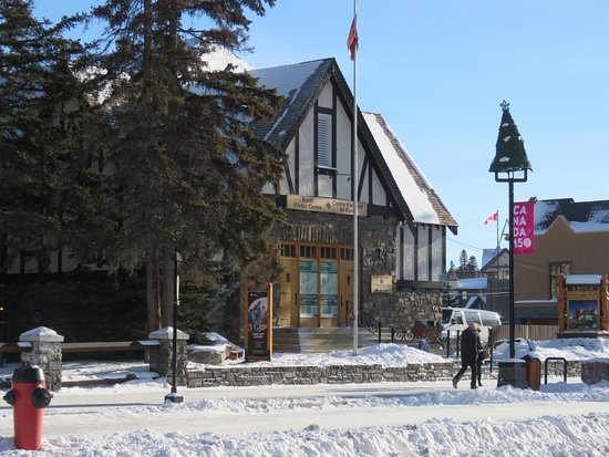 ‪Banff Visitor Information Centre‬