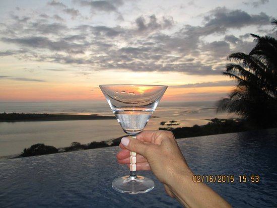 Ojochal, Costa Rica: Martini Sunset at El Castillo
