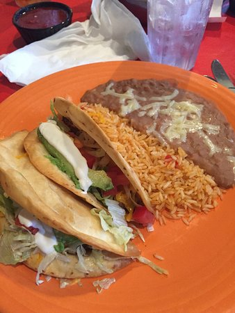 Goodlettsville, TN: Old fashioned tacos with refied beans substituted