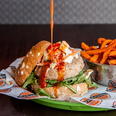 Broomfield, Κολοράντο: Maui Tuna Burger with Sweet Thai Chile Sauce