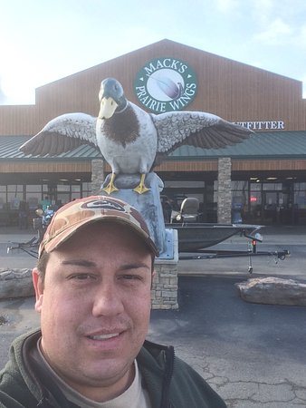 Stuttgart, AR: the giant duck statue out front