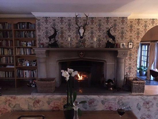 Balnain, UK: Huge fireplace.