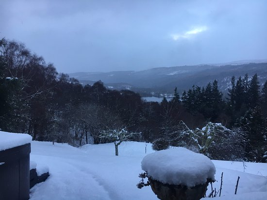 Balnain, UK: Our view from the Bonnie Prince Charlie room.