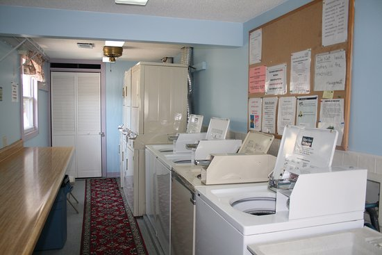 Merriam, KS: Laundry room