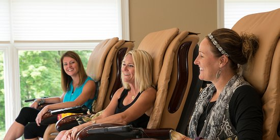 Gladwin, MI: Our girlfriend getaway includes a spa service, credit for dinner at the Grill, and an overnight