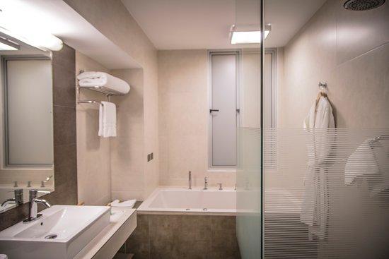 Baños modernos - Picture of Aku Hotels, Lima - TripAdvisor