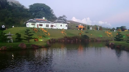 Maringa, PR: O parque fica mais bonito entre os meses de dezembro e janeiro quando recebe decoração de natal.