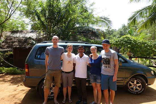 Katunayake, Sri Lanka: Ruwan with guests