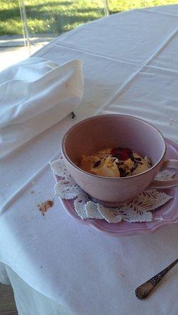 Castagnole Lanze, Italia: il dessert nella tazzona di latte senza latte