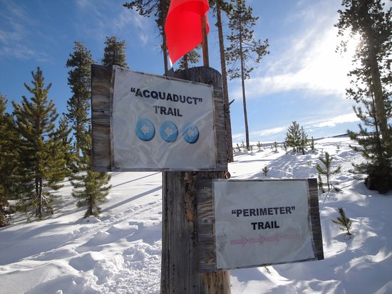 Keystone, Kolorado: Dec 2016 - Aqueduct Trail goes off the Nordic Center Property