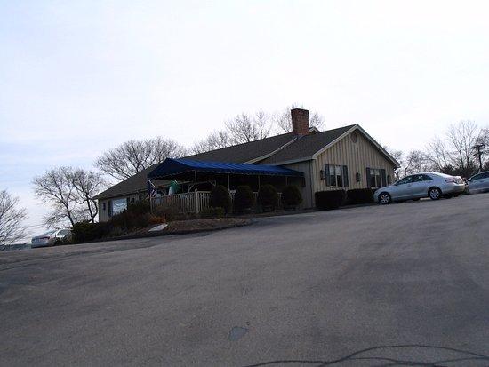 Mystic Boathouse: Boathouse Restaurant Building outside