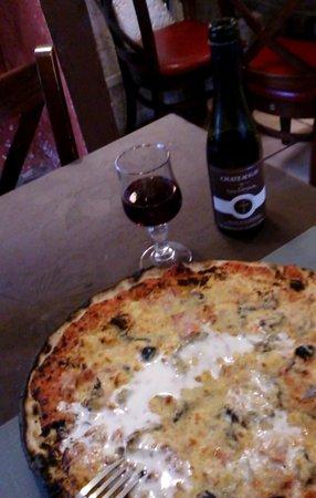Auberge Le Petit Mas: la pizza auberge. loock rustique mais bien bonne