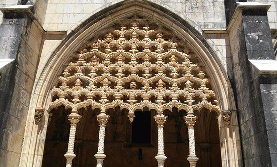 Batalha, Portugal: detalhe que parece um bordado