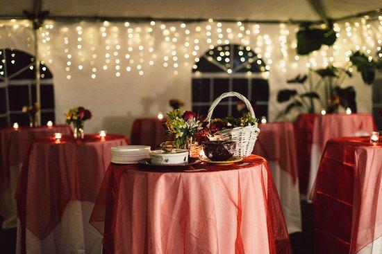 Fairlawn Inn: Tables under the tent - rehersal dinner