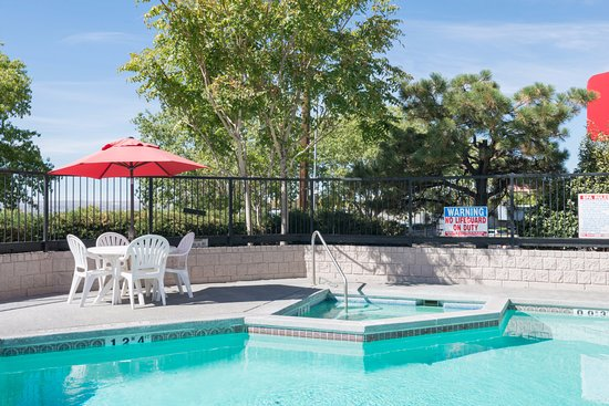 Ramada Albuquerque Airport: Outdoor Heated Pool and Jacuzzi (open 9am to 10pm daily)