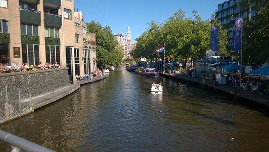 Max Euwe Centrum : Το κανάλι δίπλα στην πλατεία