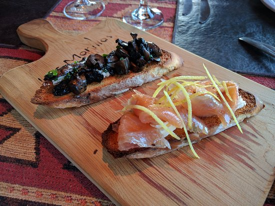 Las Morillas : The mushroom and salmon bruschetta