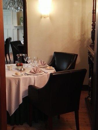 Aalst, Belgium: foto van de zaal (om 15h lagen er nog steeds broodjes op tafel) Smakelijk 's avonds...
