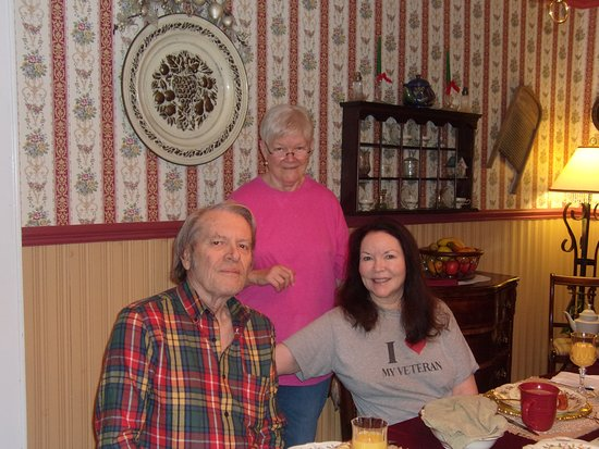 Siler City, NC: Yvonne (standing), my husband Rich and me :-)