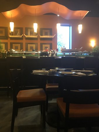 Needham, MA: Sushi are great here!