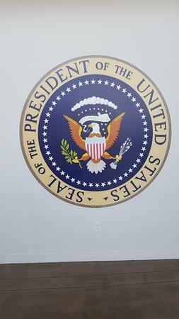 ซิมีเวลลีย์, แคลิฟอร์เนีย: Presidential Seal