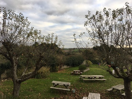 Kettering, UK: Great pub garden, will be back in the summer for sure
