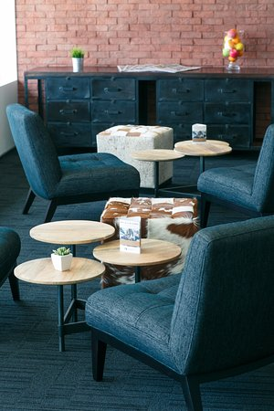 Alpha Hotel Eastern Creek: Alpha Club Lounge - Express breakfast, all day refreshments and Sunset snacks!