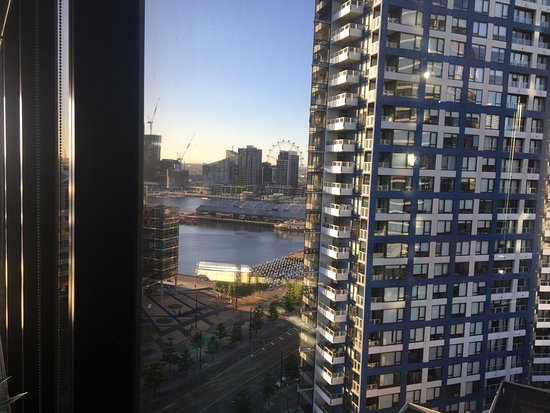 Docklands Executive Apartments View Towards Melbourne Star