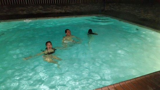 White Mountain Hotel and Resort: Outdoor pool at night time in January