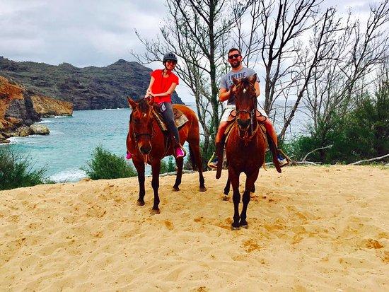 โคเลา, ฮาวาย: On our horses in front of the beach where Castaway was filmed!