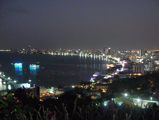 Bang Lamung, Thailand: Вид на залив и город