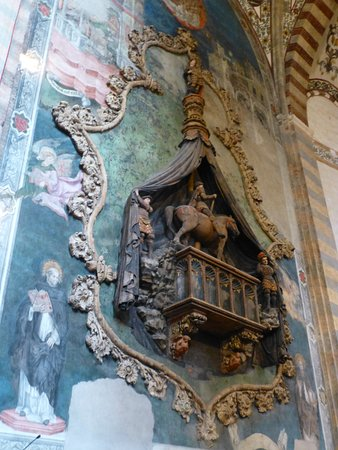 Chiesa di Sant'Anastasia: Interior