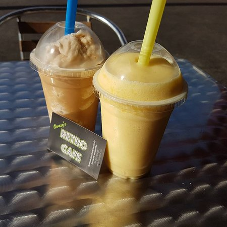 Boyne Island, Australia: Coffee frappe & Mango smoothie