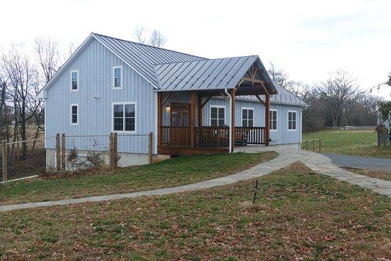 Leesburg, VA: additional tasting barn