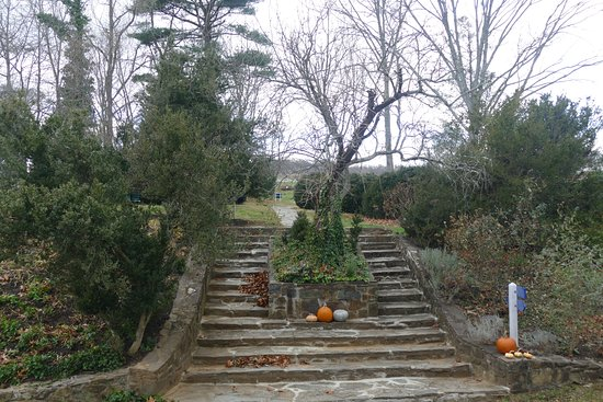 Leesburg, VA: stairway in front of the house
