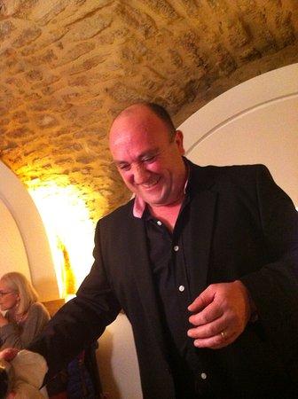 Castillon-du-Gard, Francia: Mario de sympathieke altijd goed lachse eigenaar