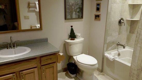 Killington, VT: queen bedroom' bathroom unit A14