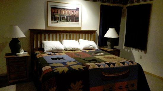 Killington, VT: king bedroom unit A14